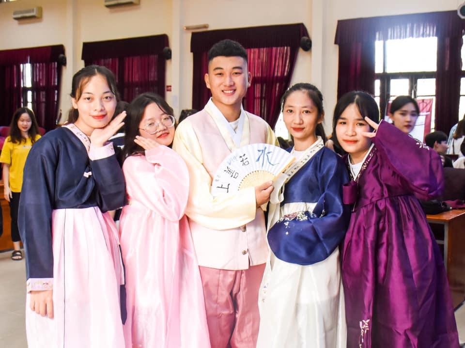 Đoàn tình nguyện UNIK Đại Học Sejong giao lưu cùng sinh viên Khoa Ngoại ngữ