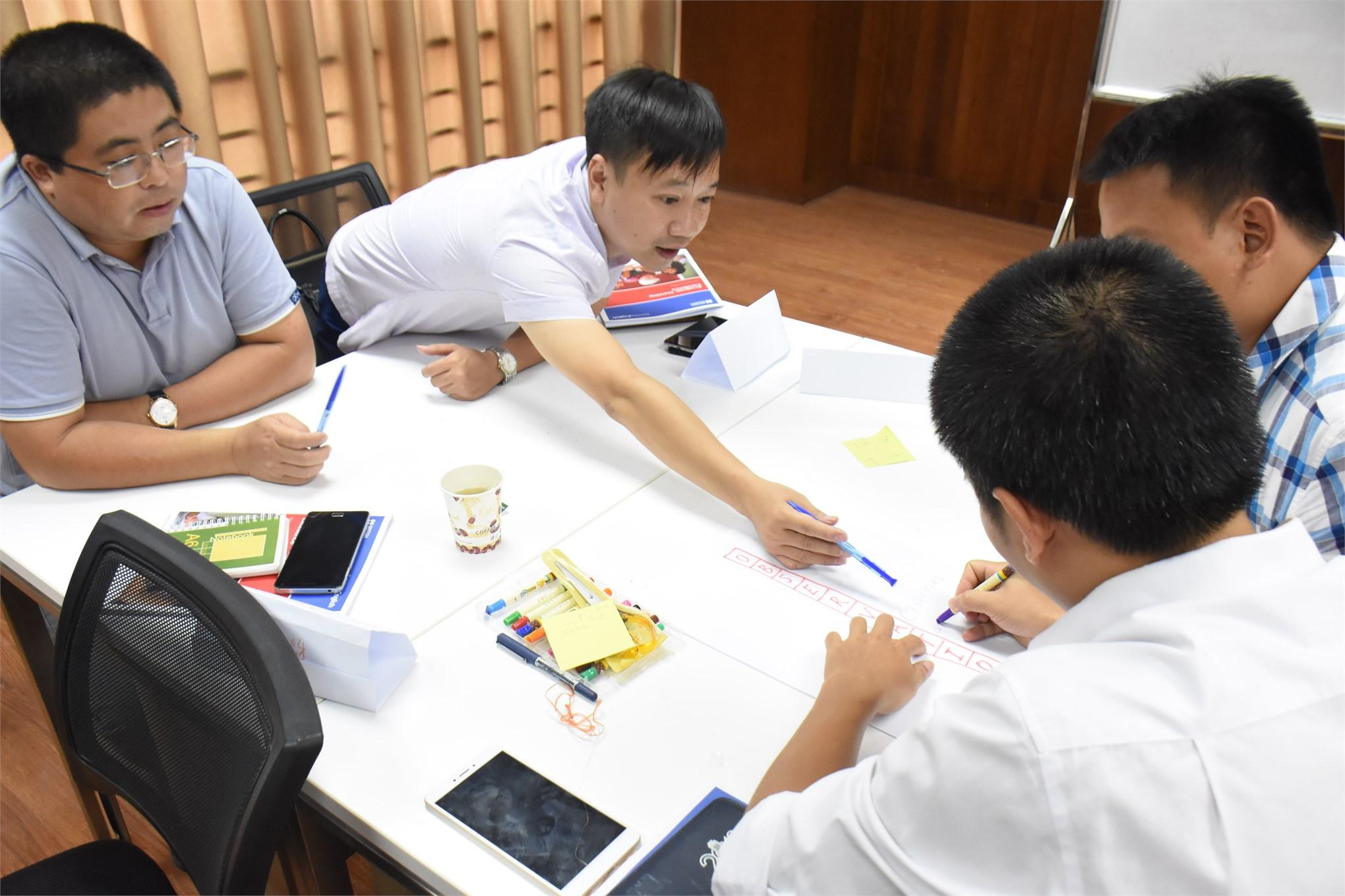 Khoa Ngoại ngữ tổ chức lớp bồi dưỡng tiếng Anh cho cán bộ giảng viên đợt 2