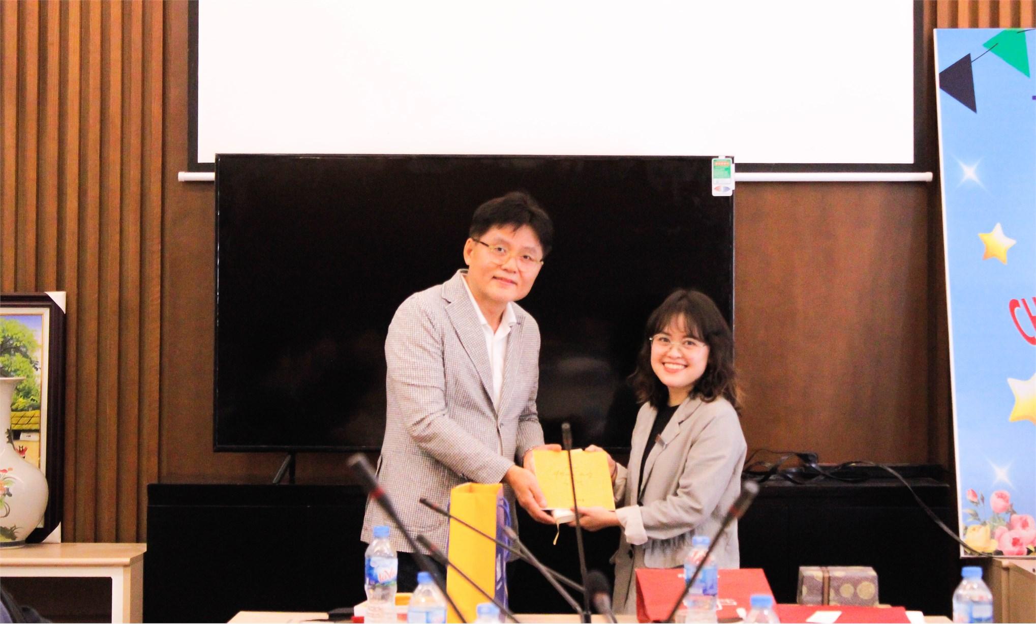 Khoa Ngoại ngữ tiếp đoàn Đại học Khoa Học Công Nghệ và Quốc Gia Seoul