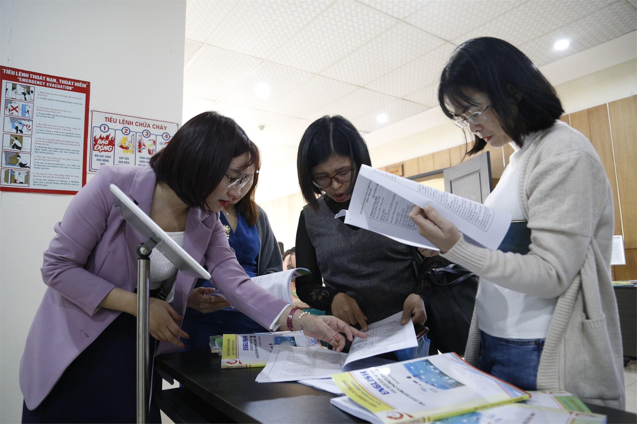 Hội nghị tập huấn, chuyển giao phần mềm và học liệu tiếng Anh Điện – Điện tử cho các trường trực thuộc Bộ Công Thương