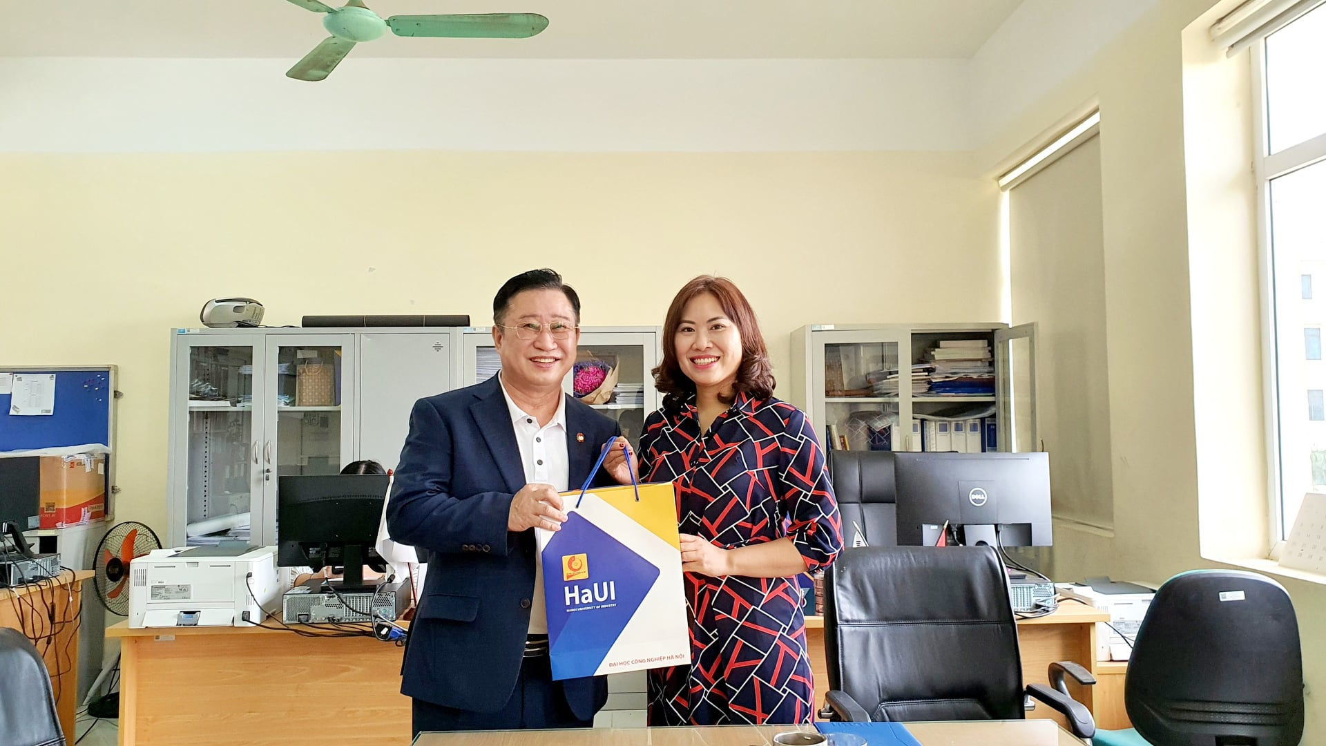 Khoa Ngoại ngữ tiếp đoàn Văn Phòng Ủy Ban Bản Quyền Hàn Quốc Tại Hà Nội