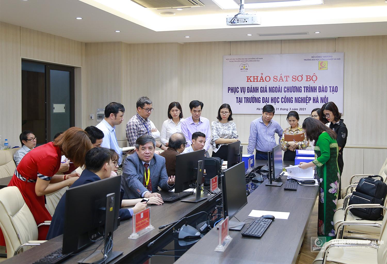 Đoàn chuyên gia đánh giá ngoài chương trình đào tạo đến khảo sát tại Khoa Ngoại ngữ - Trường Đại học Công nghiệp Hà Nội