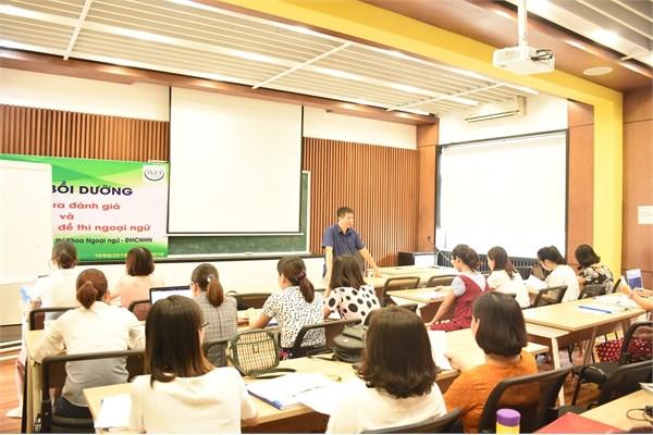 Khai giảng khóa bồi dưỡng về kiểm tra đánh giá và viết tiểu mục đề thi