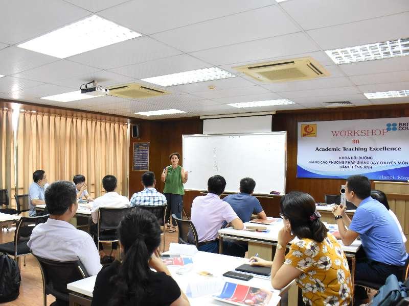 Nhà Trường tổ chức Lớp Bồi dưỡng PPGD chuyên môn bằng tiếng Anh Đợt 2