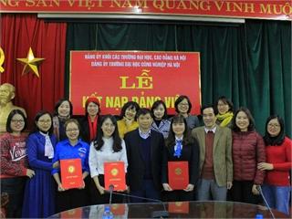 Lễ kết nạp Đảng viên mới và khen thưởng Đảng viên hoàn thành xuất sắc nhiệm vụ