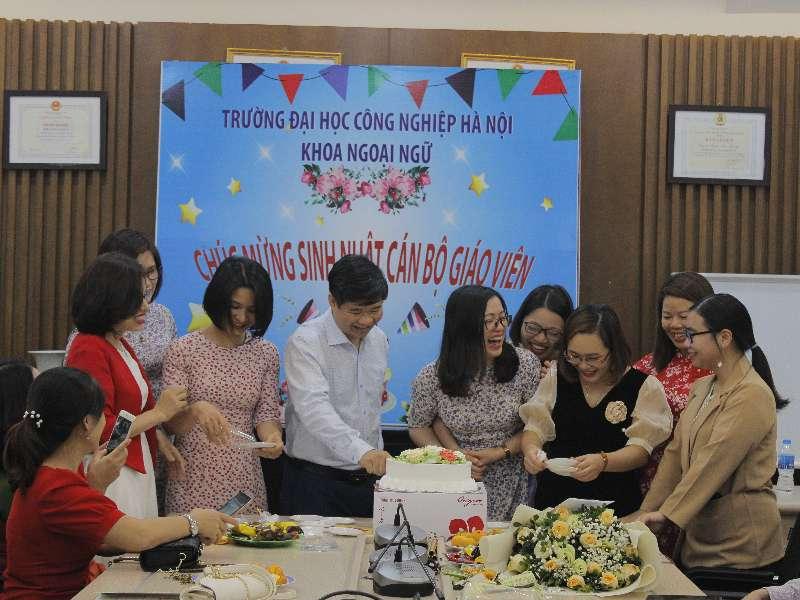 Khoa Ngoại ngữ tổ chức gặp mặt chào mừng ngày Nhà giáo Việt Nam 20-11